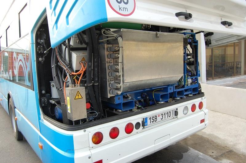 Samostatnou kapitolou sú elektrické autobusy, využívajúce ako jeden zo zdrojov elektriny vodíkové palivové články