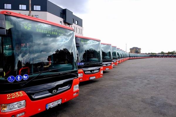 Všetky nové vozidlá spĺňajú emisnú normu Euro VI, sú nízkopodlažné, plne klimatizované s vyšším výkonom klimatizácií (foto: Marek Velček)