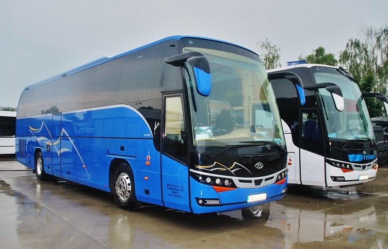 Slovenská premiéra BEULAS MYTHOS HDH na podvozku MAN, vpravo a BULAS AURA na BUS SHOW 2018 v Nitre (foto: Zdeněk Nesveda)