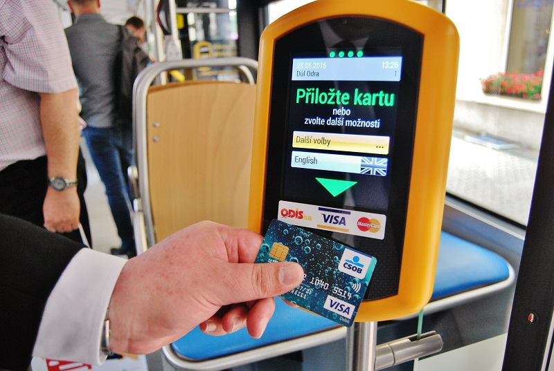 Inteligentní odbavovací systém bezkontaktní platební kartou v Ostravě (foto: Zdeněk Nesveda)
