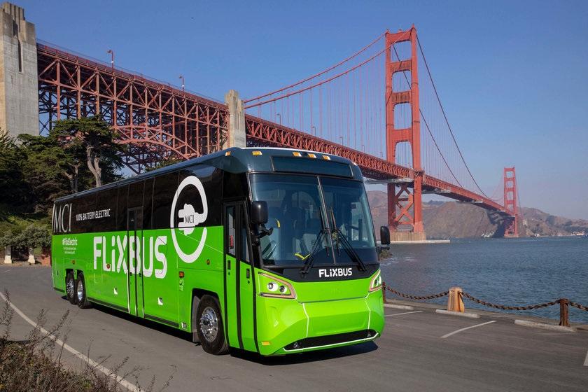 """Najnovší model elektrobusu od výrobcu  Elektrobus výrobcu Motor Coach Industries nesie označenie """"D45 CRTe LE CHARGE"""" (foto: FlixBus)"""