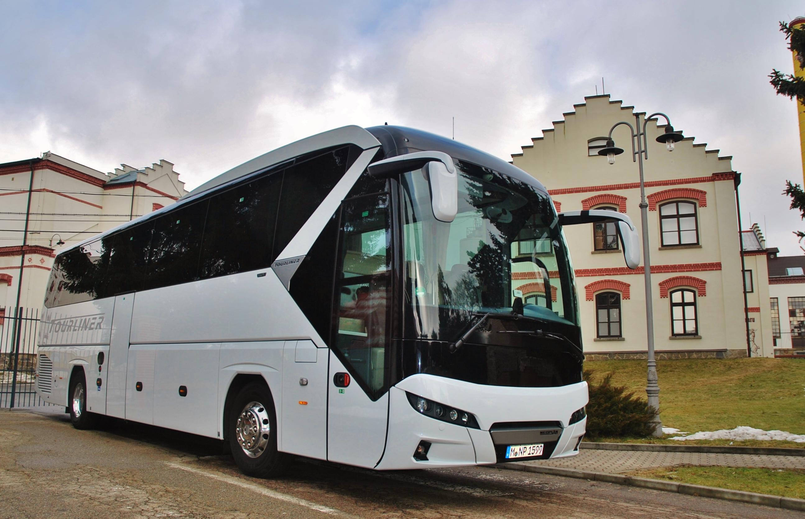 Za volantem atraktivního autokaru NEOPLAN Tourliner