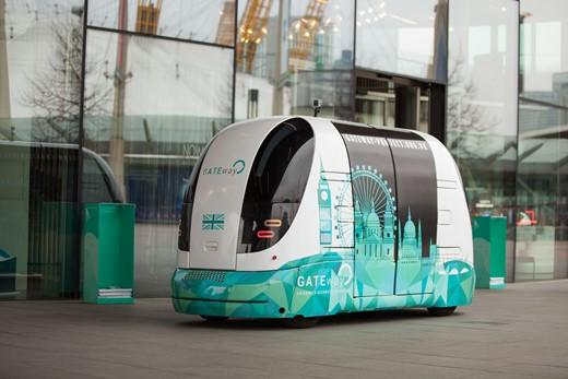 """Autonomní minubus """"HARRY"""" v Greenwichi zahájil provoz s cestujícími"""