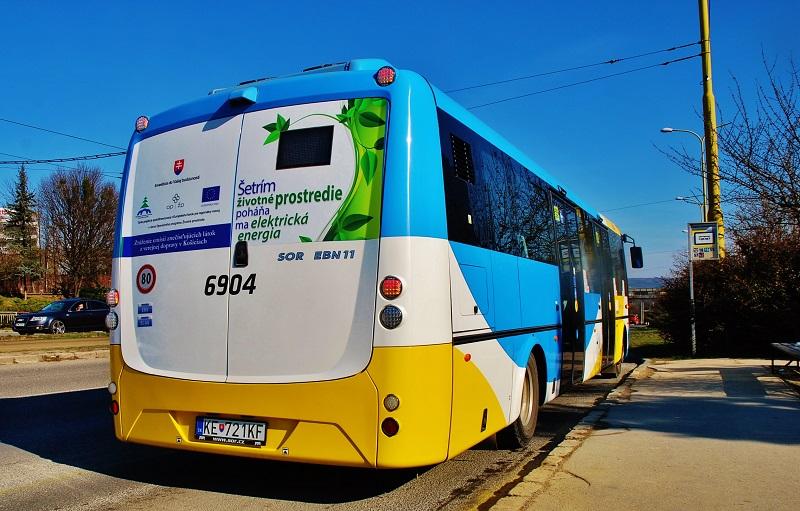 I na Slovensku sa začínajú uplatňovať elektrobusy – štrnásť vozidiel vo farbách košického dopravného podniku je toho najlepším dôkazom