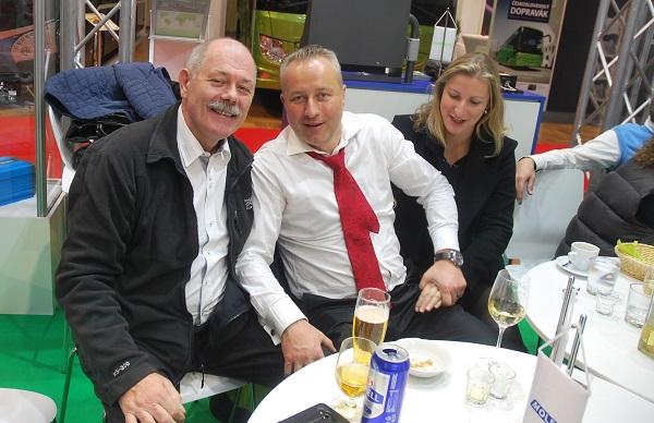 Na veletrhu CZECHBUS 2017, zleva Lubor Lazár ze společnosti MOLPIR, Kamil Hrbáč s manželkou Petrou (foto: Zdeněk Nesveda)
