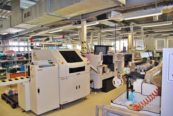 Výrobní linky ve firmě Mikroelektronika ve Vysokém Mýtě (foto: Zdeněk Nesveda)