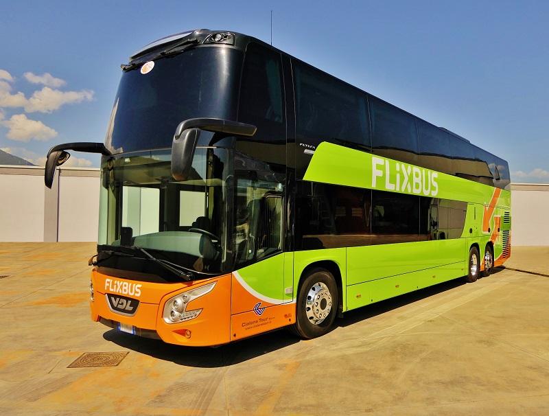 7 luxusních patrových autokarů FDD2-141 / 510 v barvách FlixBus pro dopravce Cialone Tour z Itálie (foto: VDL)