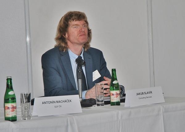 Ing. Jakub Slavík, MBA – Consulting Services, organizátor a odborný garant  cyklu konferencí ELEKTRICKÉ AUTOBUSY PRO MĚSTO  a SMART CITY V PRAXI (foto. Zdeněk Nesveda)