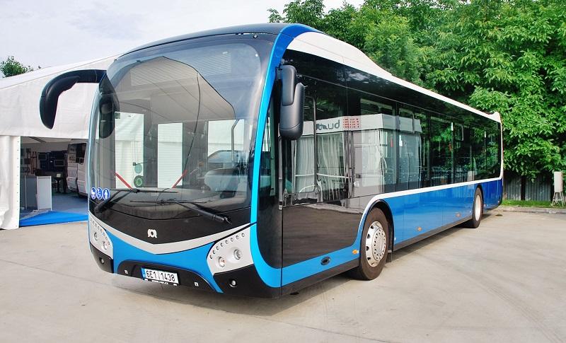 Súčasťou expozície bol aj nový plne nízkopodlažný mestský autobus SOR, ktorý si tým na Slovensku odkrútil svoju výstavnú premiéru (foto: Zdeněk Nesveda)