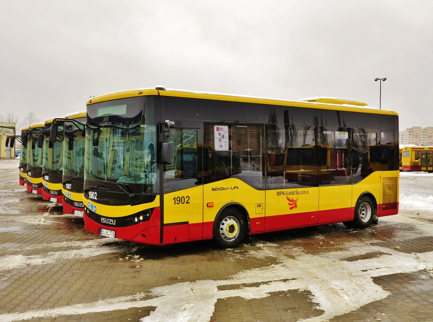 Flotila, 24 nových městských midibusů ISUZU Novociti Life pro polské město Lodž (foto:MPK)