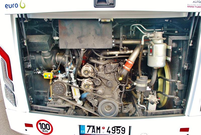 Nová hybná síla pro VISIGO, motor CUMMINS s výkonem 320 koní (foto: Zdeněk Nesveda)